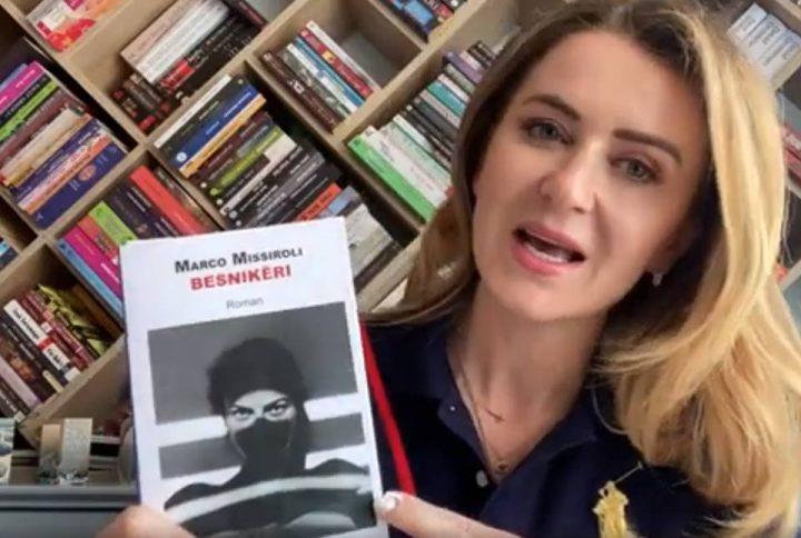 """Botuesja Arlinda Dudaj prezanton librin """"Besnikëri"""""""