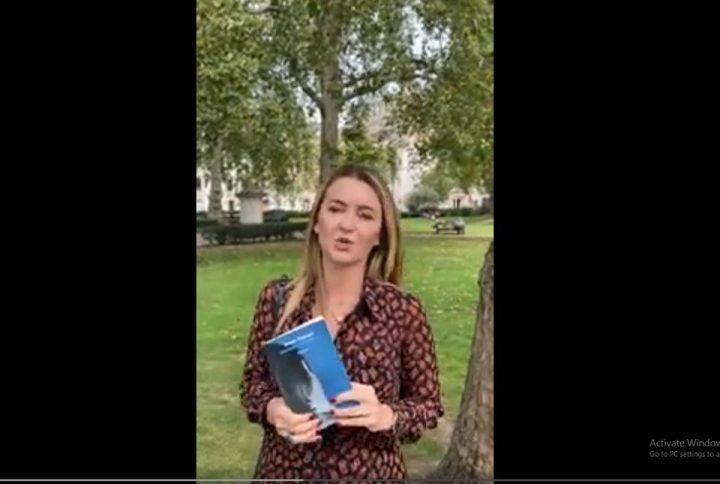 """Botuesja Arlinda Dudaj prezanton librin """"Pasion i thjeshtë"""""""